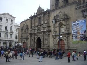 Ο ναός του Αγίου Φραγκίσκου στην ομώνυμη πλατεία είναι το συνηθέστερο σημείο συνάντησης ντόπιων και ξένων