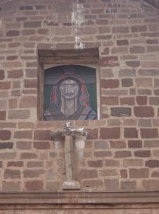 Ο Χριστός με χαρακτηριστικά Ίνκα στην είσοδο της εκκλησίας