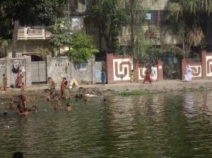 Κολύμπι στα νερά του Karnapuli