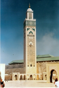 Ο ψηλότερος μιναρές στον κόσμο (210 μ.) βρίσκεται στο τζαμί του Χασάν Β' στην Καζαμπλάνκα και βλέπει Ατλαντικό