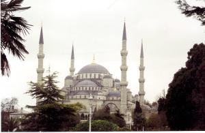 Οι περισσότεροι που επισκέπτονται την Κωνσταντινούπολη για 1η φορά, μπερδεύουν την Αγία Σοφία με το Μπλε Τζαμί. Εδώ, ποιό από τα δύο εμφανίζεται;