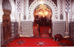 Το χαλί είτε τέντα στην έρημο είτε θαλπωρή στην Κ. Ασία χαίρει εκτίμησης στο Ισλάμ κι η σούρα 88 στο Κοράνι το θεωρεί πλούτο στα επέκεινα