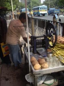 Χυμό ζαχαροκάλαμου βρίσκεις παντού στην Καλκούτα από τους πλανόδιους