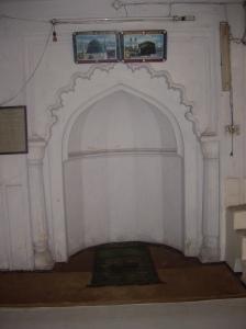 To Μιχράμπ (محراب) είναι η εσοχή μέσα στο τζαμί που υποδεικνύει την Κίμπλα (قبلة) την κατεύθυνση προς τη Μέκκα