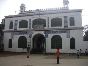Στη ΝΑ Ασία, συχνά τα τζαμιά φιλοξενούν και βιβλιοθήκες - αναγνωστήρια Κορανίου