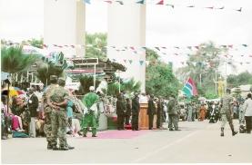 Μπαίνοντας στην Γκάμπια έπεσα σε εμπρηστική ομιλία του δικτάτορα AlHaji Yahya Jammeh