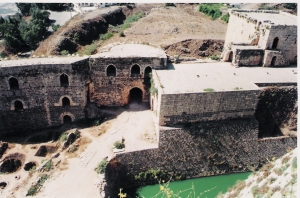 Πέτρα, χώμα και νερό σε χρώματα αραβικά, οθωμανικά, βυζαντινά...