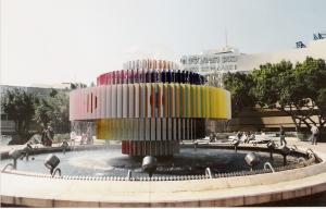 Το συντριβάνι Dizengoff στο Τελ Αβίβ συμβολίζει τη Φωτιά και το Νερό