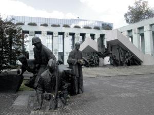 Το Μνημείο της 63ήμερης Εξέγερσης του 1944 στην Βαρσοβία.