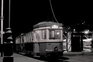 To 1948, όταν γράφτηκε το πρώτο αρχοντορεμπέτικο, το τραμ το τελευταίο περνούσε στις 11:30 το βράδυ.
