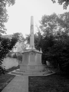 Το Μνημείο των νεκρών της Μαύρης Τρύπας της Καλκούτας.