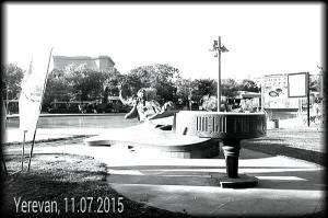 Το άγαλμα του Arno Babajanian στο κέντρο του Γιερεβάν.