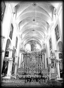 Το εσωτερικό της εκκλησίας του Αρχαγγέλου Ραφαήλ στο Βίλνιους.