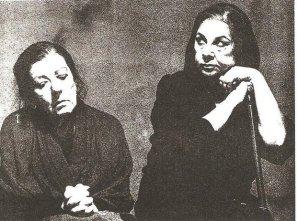 Η Σαπφώ Νοταρά και η Σμάρω Στεφανίδου σε σκηνή από τις Τρωάδες