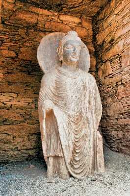 Άγαλμα του Βούδα με εμφανή την ελληνιστική επίδραση